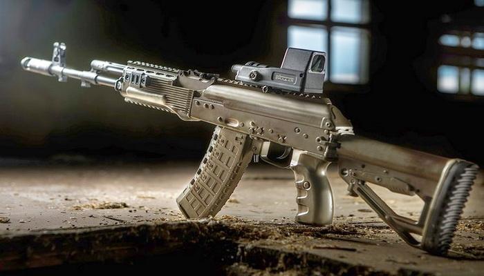 """""""كلاشينكوف"""" تبدأ بتزويد الجيش الروسي ببندقية الإقتحام الجديدة """"AK-12"""". 10000138"""