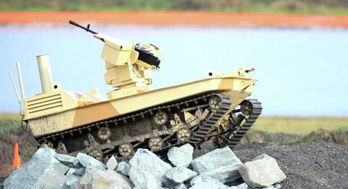 """""""كلاشينكوف"""" تصمم روبوت """"رفيق الدرب"""" القتالي Robot-klashnikov"""